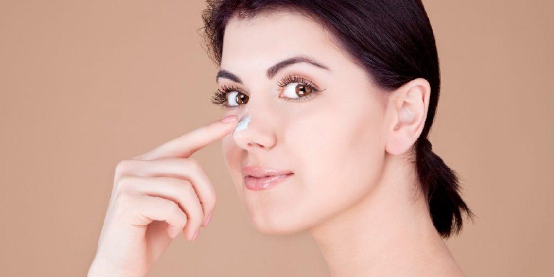 Oczyść swój nos z zaskórników. DIY: plastry na wągry
