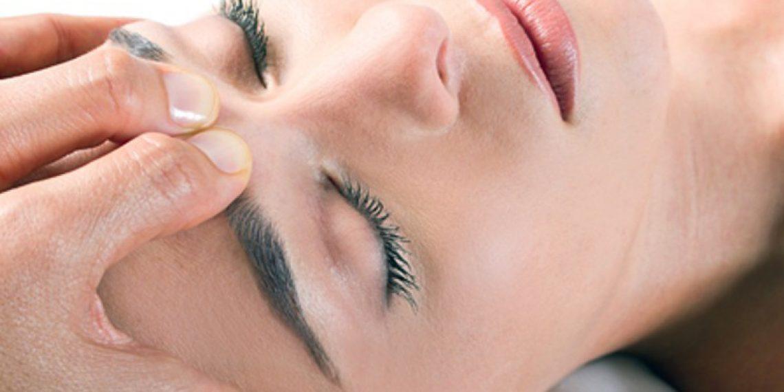 Masaż limfatyczny twarzy. Jak wygląda i jakie są efekty?