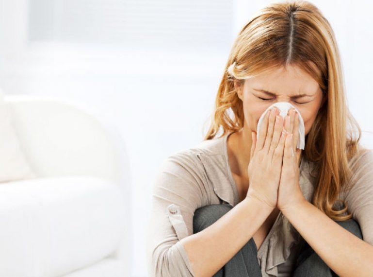 Jak zadbać o cerę w trakcie przeziębienia? Sprawdzone triki i kosmetyki