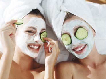 Cześć dziewczyny! Maski to mój nieodłączny element pielęgnacji skóry. Stosuję je zarówno na twarz i ciało, jaki i na włosy. Jakich masek używam i jak je aplikuję? Dowiesz się z mojego postu. Wszystkie zainteresowane zapraszam do czytania. Właściwie po co te maseczki? Maski zawsze stosuje się jako ostatni etap pielęgnacji skóry i włosów. Aby uzyskać […]