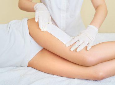 Depilacja to jeden z najpopularniejszych zabiegów kosmetycznych zarówno wśród kobiet, jak i wśród mężczyzn. Metoda i częstotliwość depilacji zależą od indywidualnych potrzeb. Jaką metodę depilacji wybrać? Dla kogo depilator elektryczny, wosk i krem do depilacji, maszynka jednorazowa i depilacja laserowa? Jeżeli chcecie poznać odpowiedzi na te pytania, zachęcam do lektury. Jaką metodę depilacji wybrać? O […]