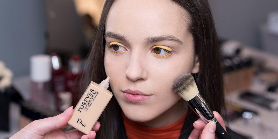 Trendy w makijażu na jesień. Czy jesienny make-up może być kolorowy?