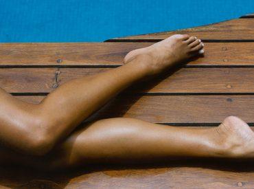 Rajstopy w sprayu to kosmetyk w formie fluidu, który w ciepłe dni pozwala zastąpić ten element garderoby. Ponadto umożliwia wyrównanie kolorytu skóry, a także ukrycie popękanych naczynek, siniaków, zadrapań, otarć, piegów i innych niedoskonałości. Rajstopy w sprayu sprawiają, że skóra wydaje się opalona jak po pobycie na plaży lub w solarium. Nie należy ich utożsamiać […]