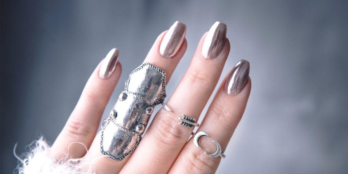 Piękny i trwały manicure bez lakieru hybrydowego (krok po kroku)