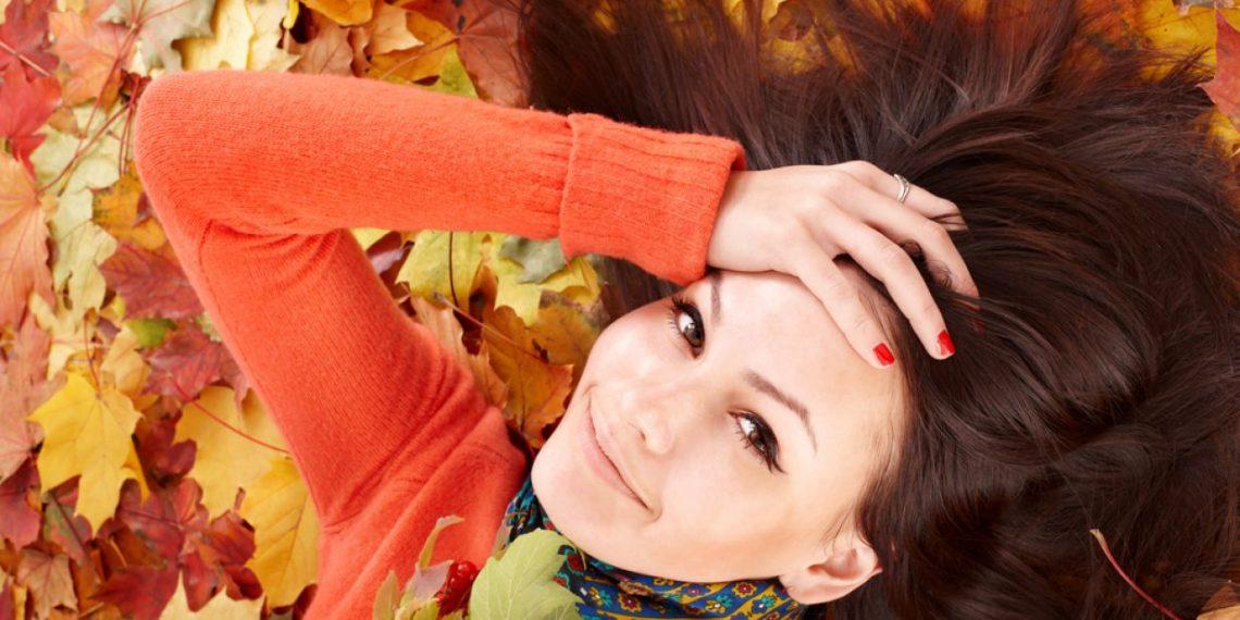 Wypadanie włosów? To znak, że właśnie nadeszła jesień