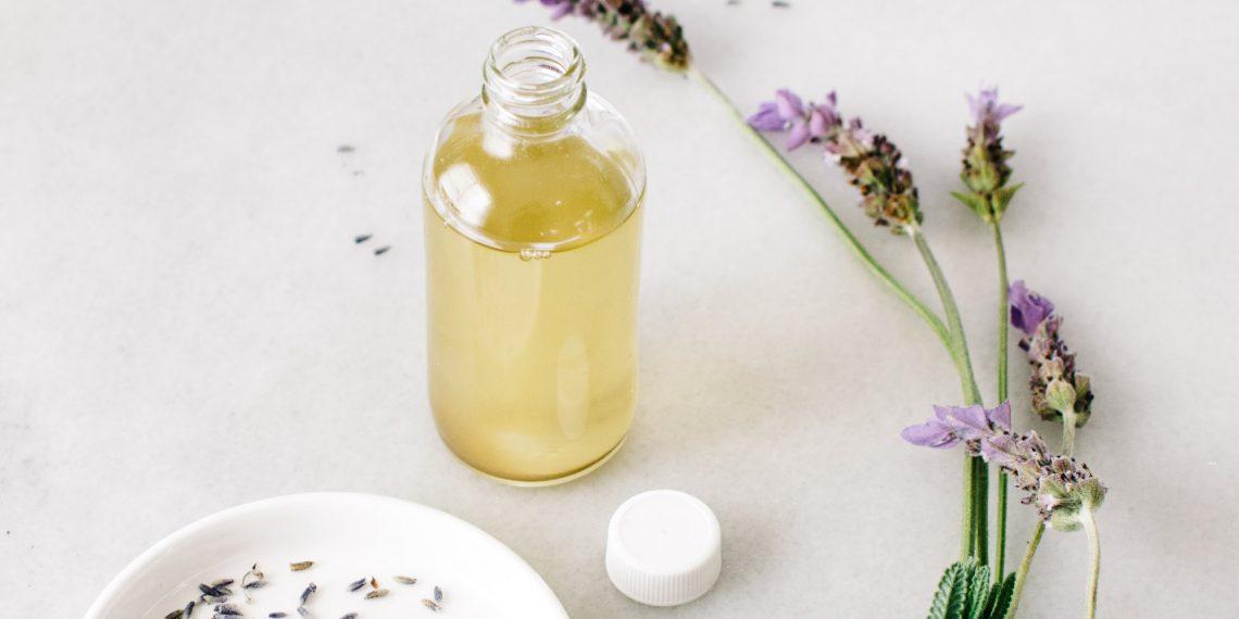 Olejki w pielęgnacji twarzy. Jak dobrać olej do swojej cery?