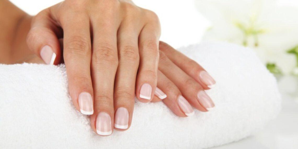 Jak robię francuski manicure? Francuski manicure krok po kroku