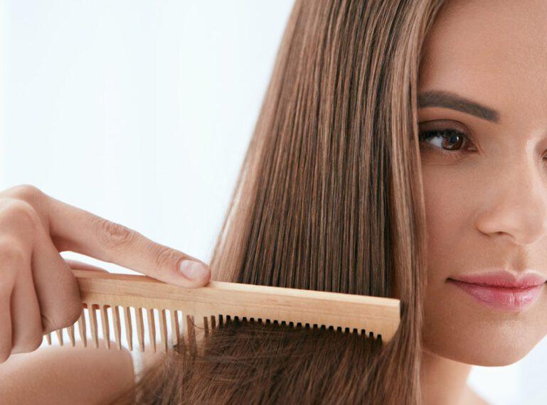 Olejowanie włosów dla laika: ile nałożyć olejku, w jaki sposób to zrobić i jakich gotowych produktów użyć?