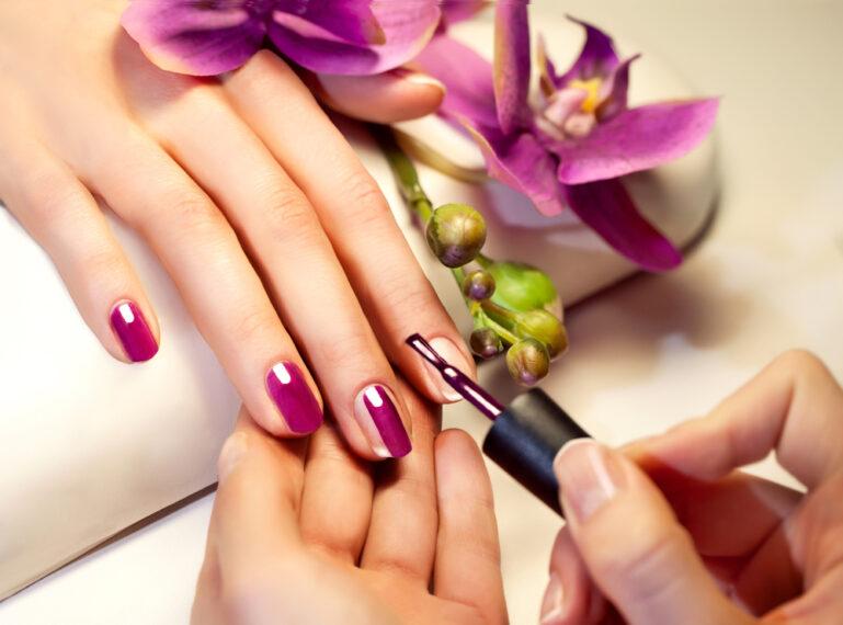 Jak przyspieszyć wysychanie lakieru do paznokci?